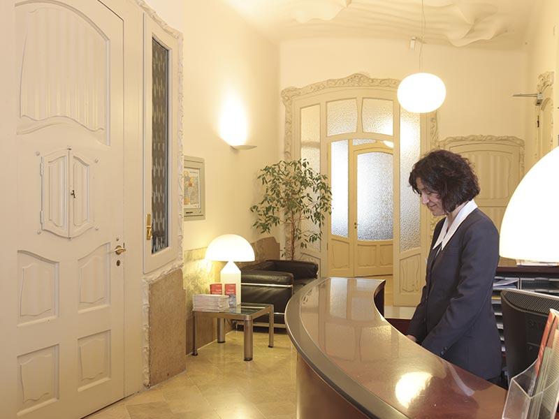 servicio-auxiliar-recepcion-hotel-mullor