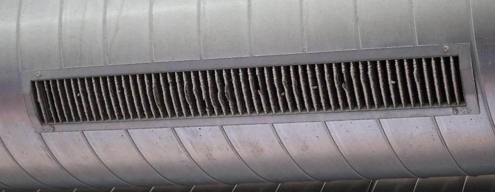 Mantenimiento de instalaciones - Filtro de aire dañado